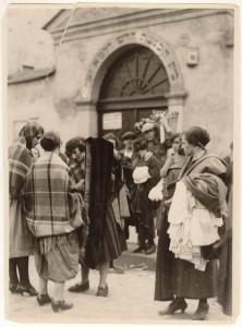 """Tandeta przy Synagodze Remu. Agencja Fotograficzna """"Światowid"""", 1935 r. Wł. Muzeum Historyczne Miasta Krakowa"""